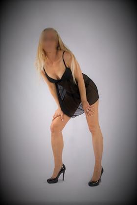Mooie blonde Escortdame Helena
