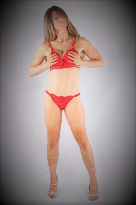 Rosanne heeft een slank figuur en volle borsten